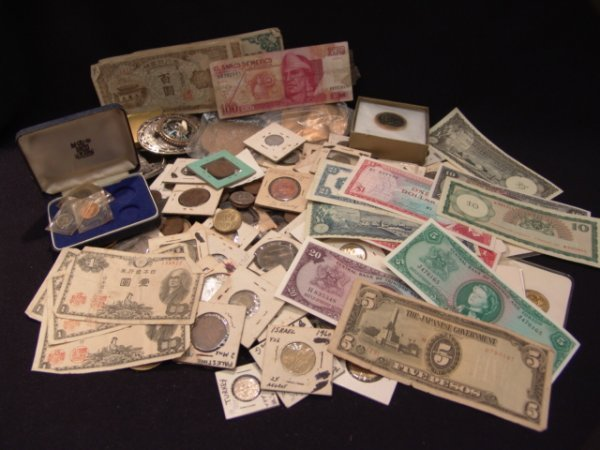 584: LARGE LOT OF OLD FOREIGN COINAGE