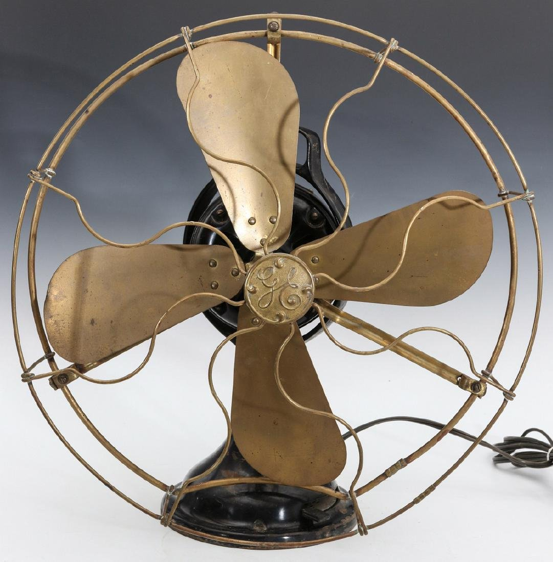 A GENERAL ELECTRIC TABLE FAN W/ KIDNEY OSCILLATOR - 3