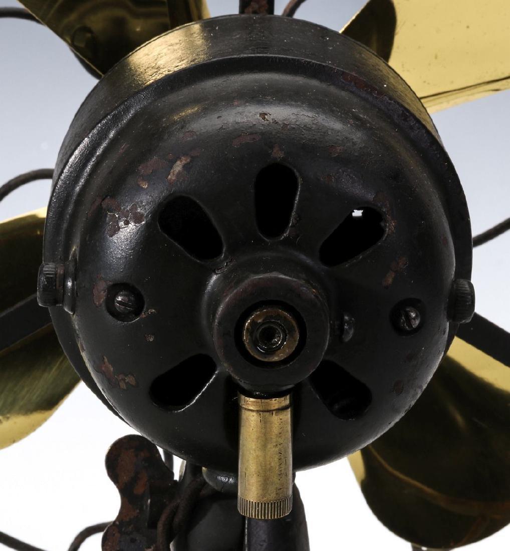 A PEERLESS P1 TAB BASE ELECTRIC FAN - 10