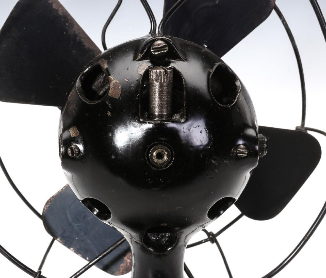 A MENOMINEE AC/DC ELECTRIC FAN W/BALL SHAPE MOTOR - 10