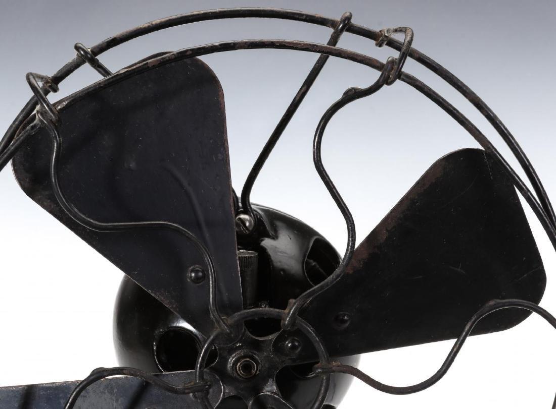 A MENOMINEE AC/DC ELECTRIC FAN W/BALL SHAPE MOTOR - 2