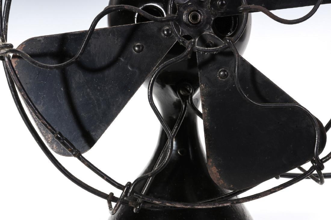 A MENOMINEE AC/DC ELECTRIC FAN W/BALL SHAPE MOTOR - 3