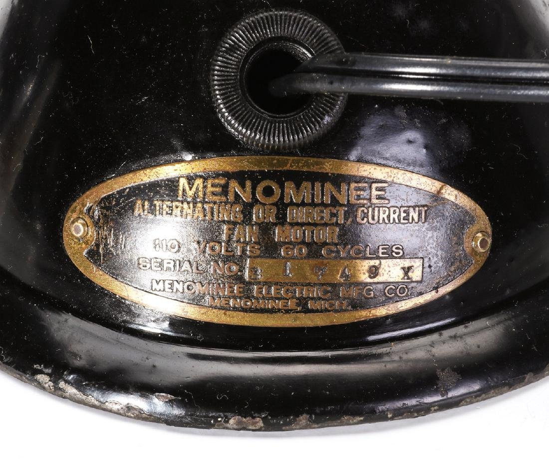A MENOMINEE AC/DC ELECTRIC FAN W/BALL SHAPE MOTOR - 8