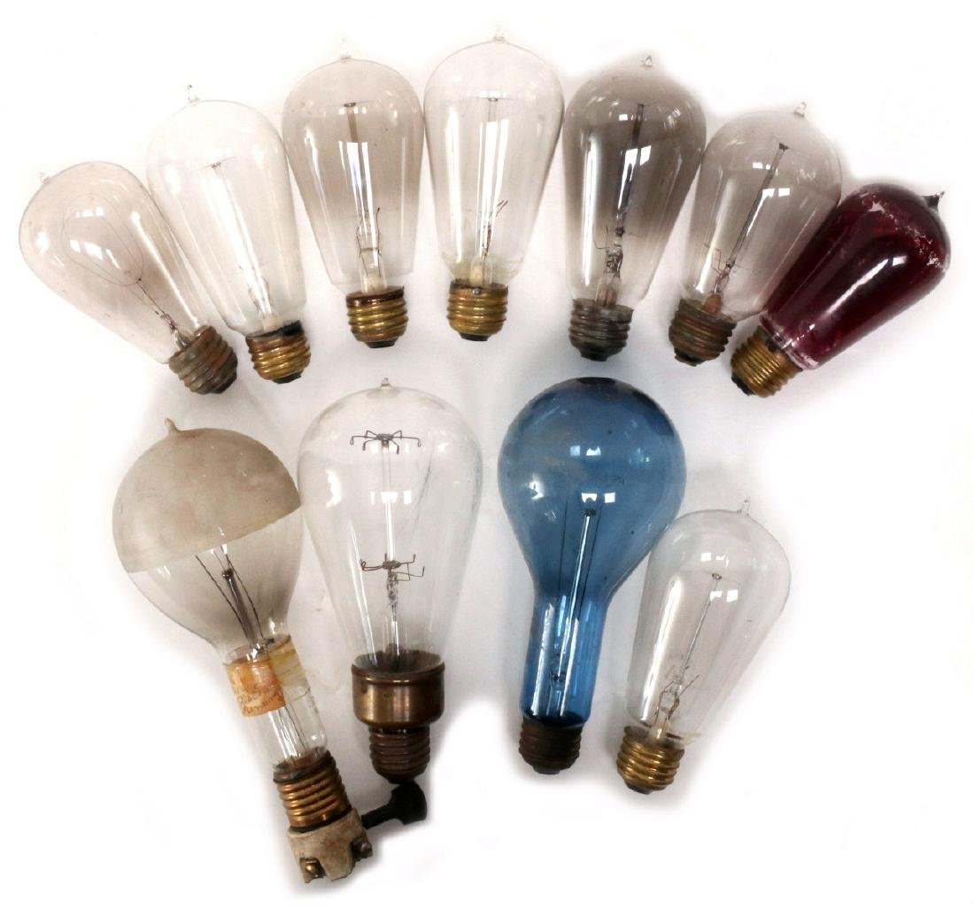 A COLLECTION OF TIPPED AND OTHER EARLY LIGHT BULBS