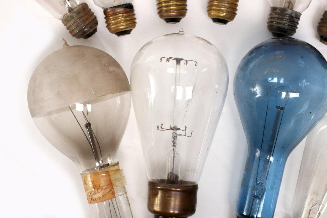 A COLLECTION OF TIPPED AND OTHER EARLY LIGHT BULBS - 4