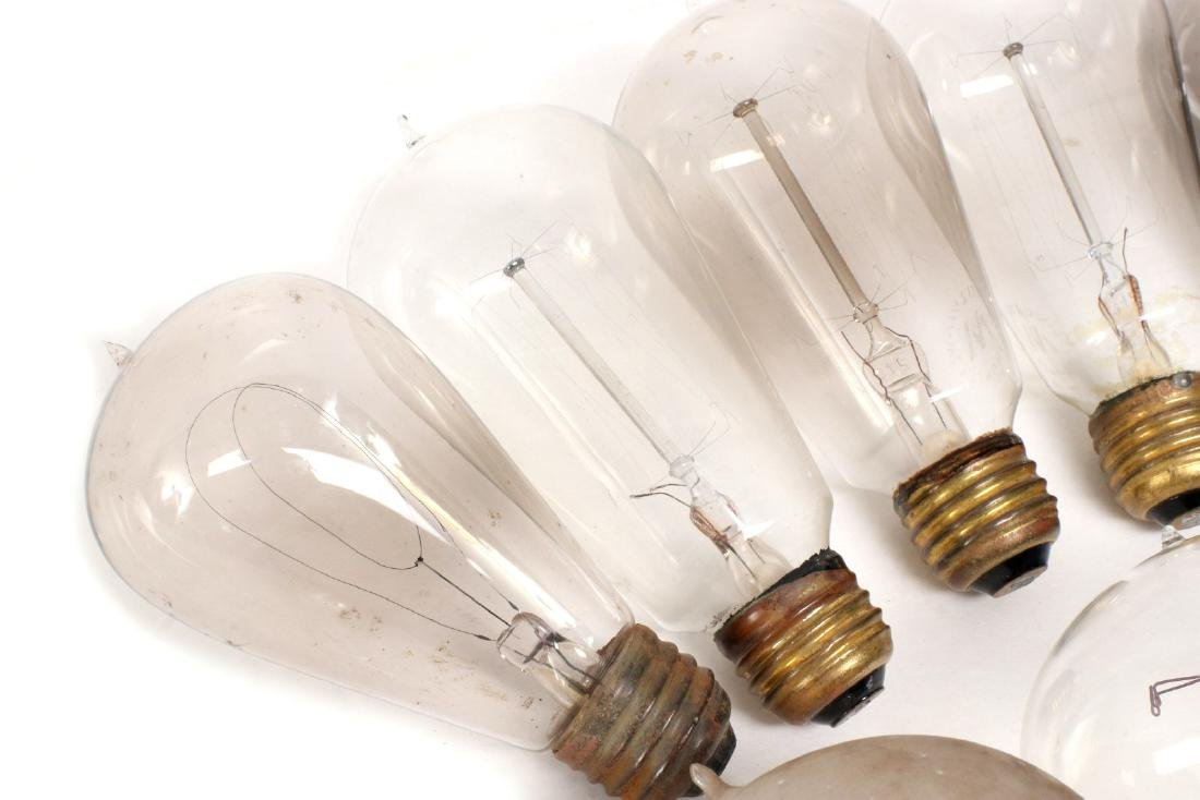 A COLLECTION OF TIPPED AND OTHER EARLY LIGHT BULBS - 6