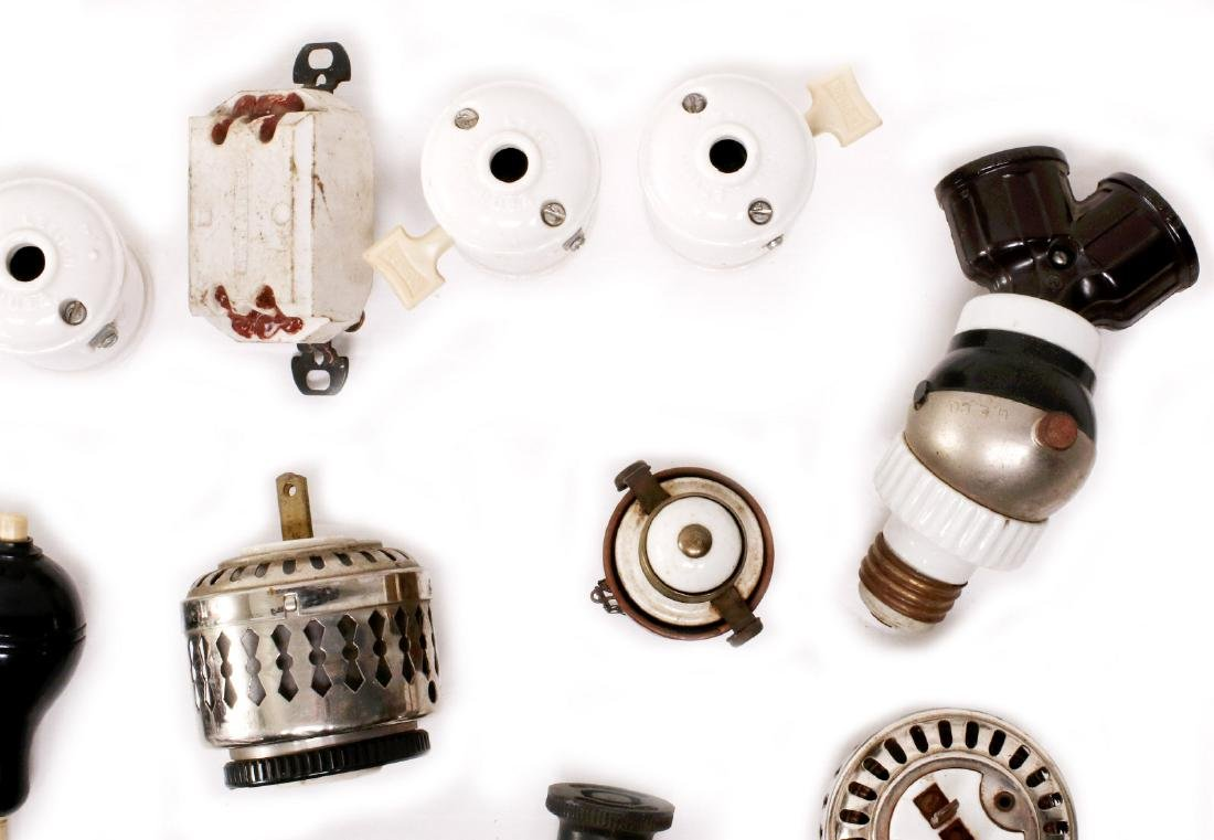 A LARGE LOT OF EARLY ELECTRICAL TECHNOLOGY ITEMS - 3
