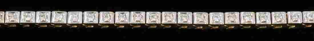 A LADIES 14K GOLD AND DIAMOND TENNIS BRACELET