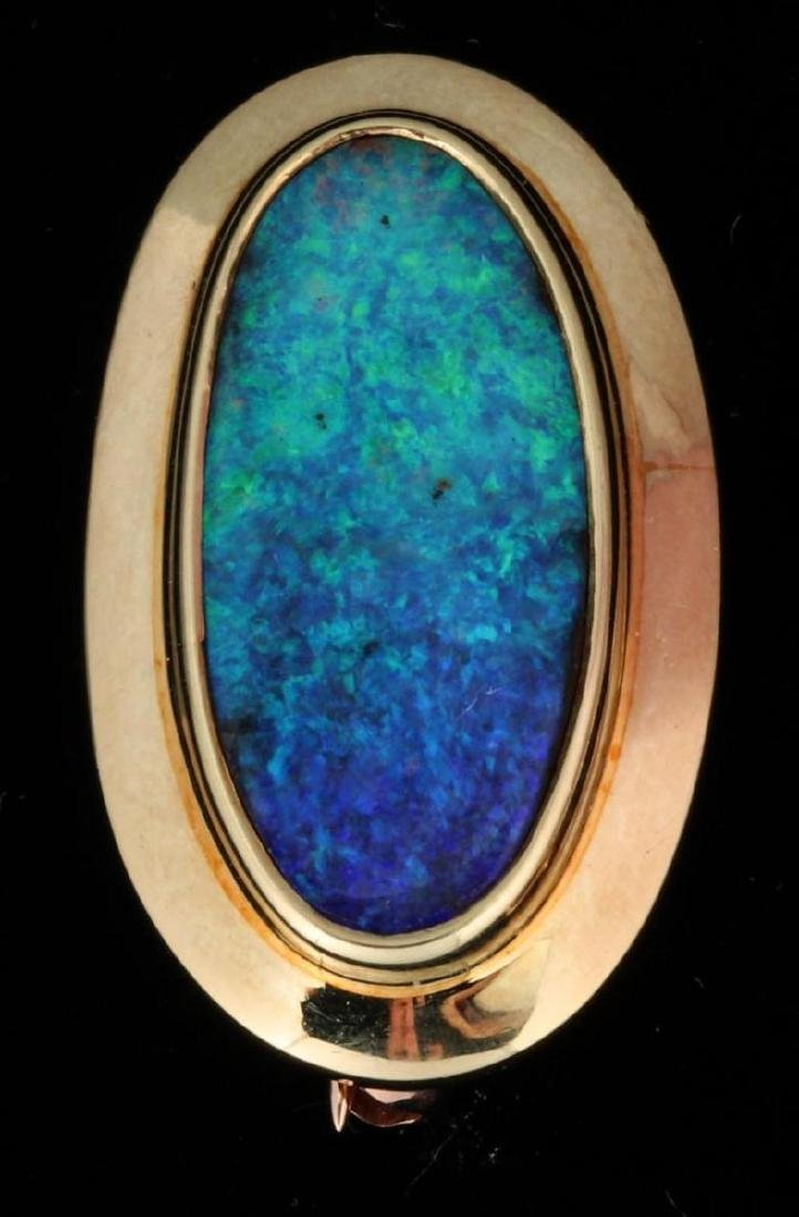 AN 18K GOLD AND OPAL BROOCH SIGNED MICKY ROOF
