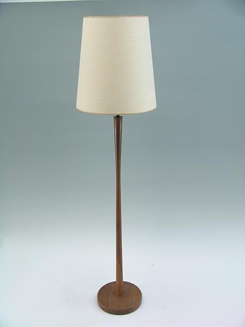 1018: MODERN DESIGN KNOLL WOODEN FLOOR LAMP