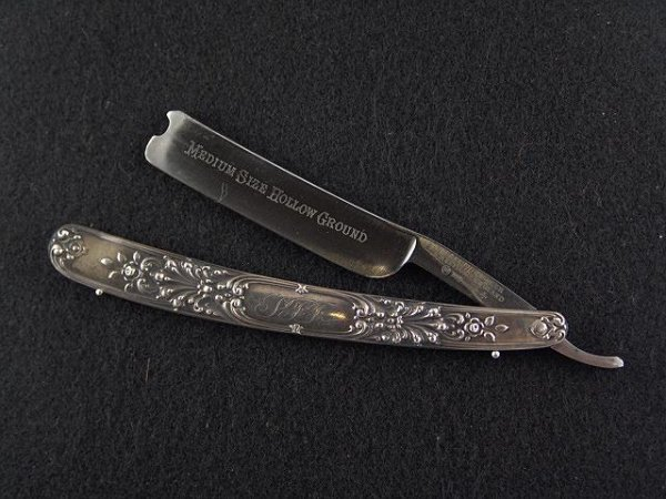 2006: WADE & BUTCHER STERLING RAZOR WITH WEDGE BLADE