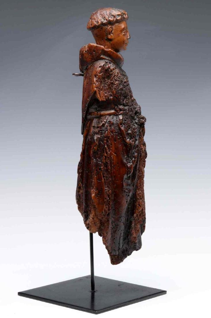 A 17TH CENTURY FLEMISH CARVED WOOD FIGURE OF MONK - 7