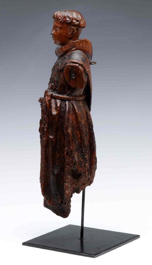 A 17TH CENTURY FLEMISH CARVED WOOD FIGURE OF MONK - 9