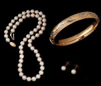 PEARL CHOKER EARRINGS AND A GOLDFILLED BANGLE