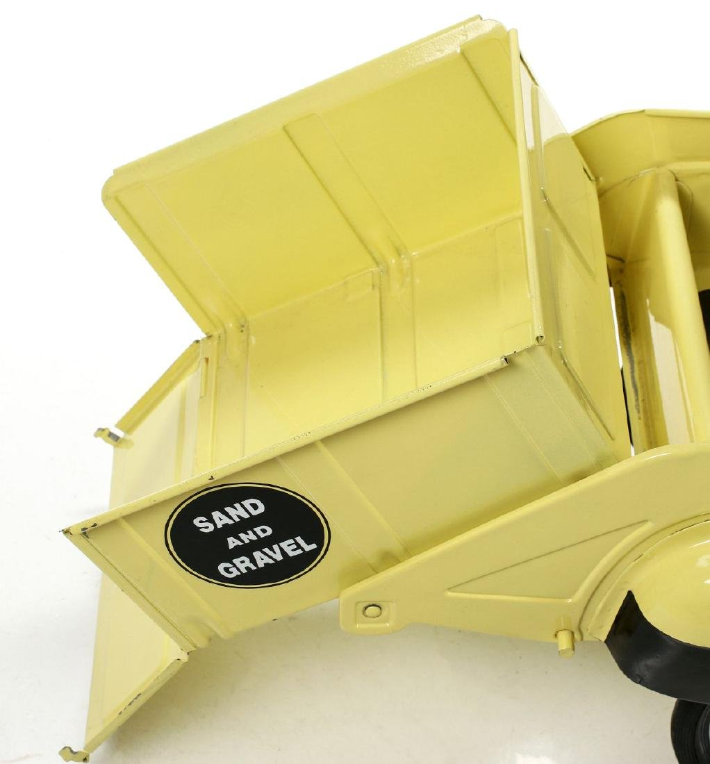 A GOOD MURRAY SAND AND GRAVEL DUMP BED PEDAL CAR - 7