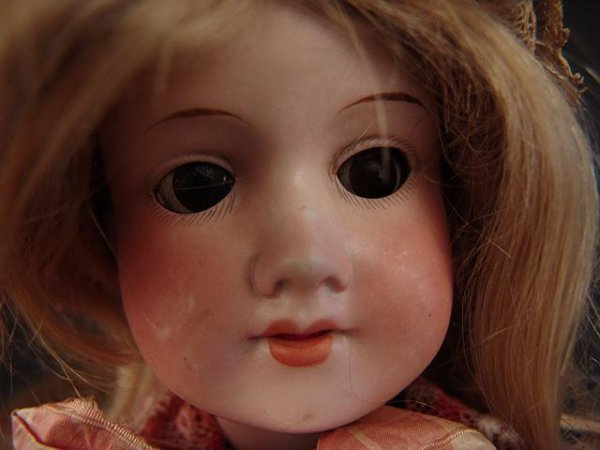 4009: AM BISQUE HEAD ANTIQUE DOLL, 15 INCHES