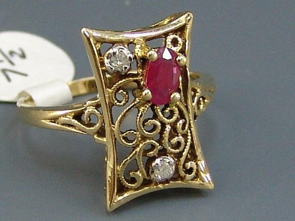 9: LADIES' 14K YEL GOLD ANTIQUE STYLE RUBY & DIAMOND RI