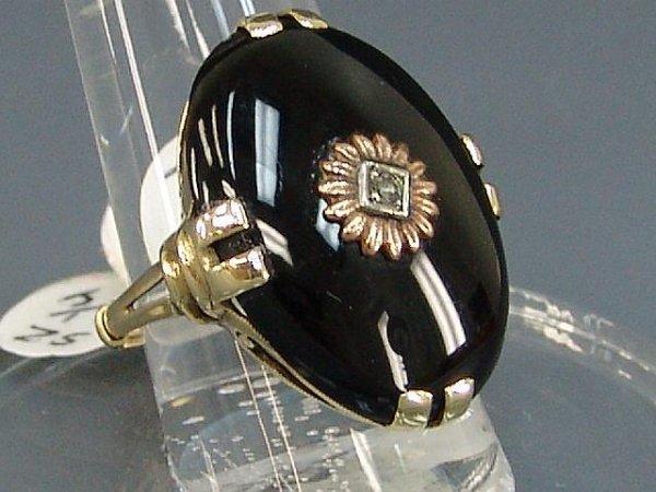 11: LADIES' 10K YEL GOLD BLACK ONYX & DIAMOND RING