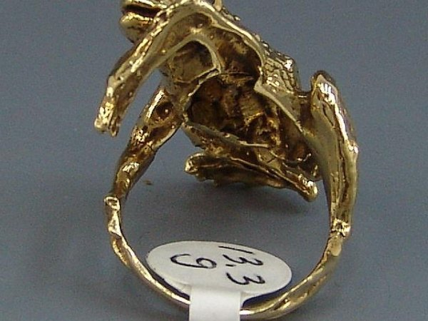 14: LADIES' 14K YEL GOLD FIGURAL FROG RING W/ EMERALD E - 6