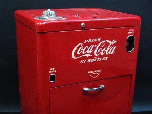 632: VENDO V23 SPIN TOP COCA-COLA MACHINE