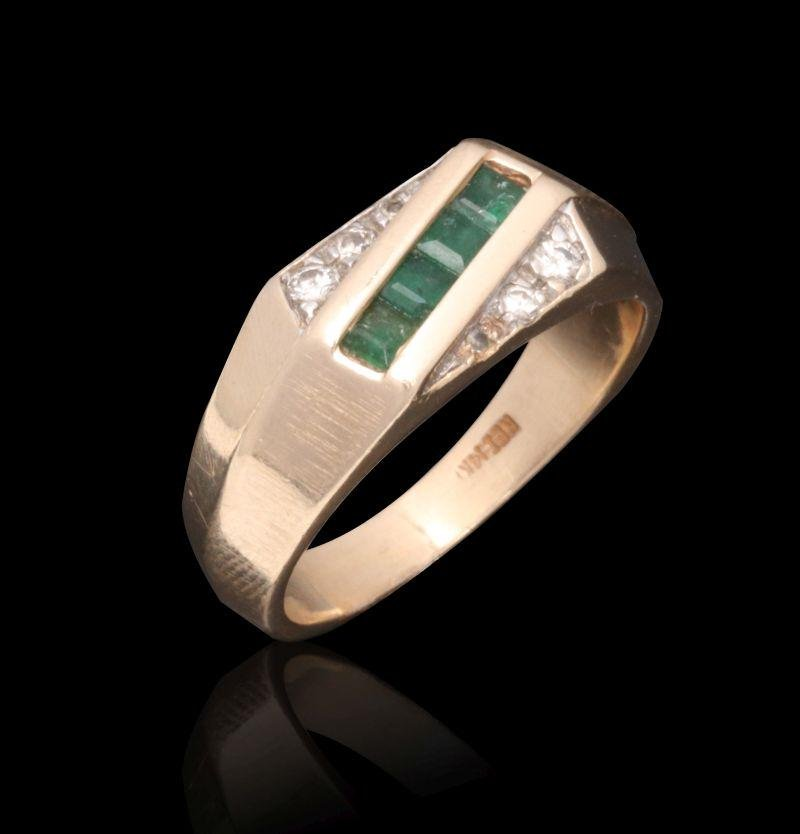 A GENT'S 14K GOLD, EMERALD AND DIAMOND RING