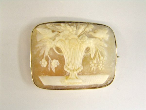 393: UNUSUAL ANTIQUE CAMEO, DOVES AND FLORAL VASE