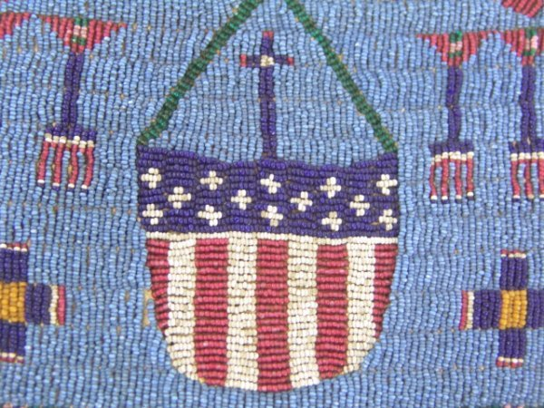 160: AMERICAN FLAG BEADED AMERICAN INDIAN PURSE