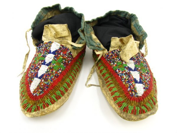 309: ANTIQUE AMERICAN INDIAN BEADED MOCCASINS