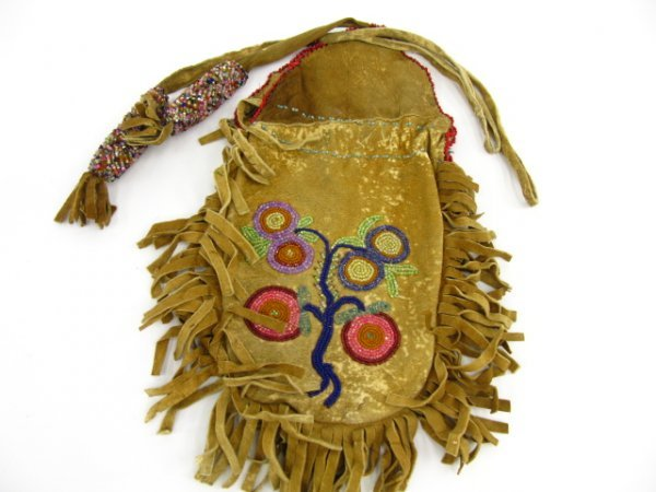 310: ANTIQUE AMERICAN INDIAN BEADED BAG