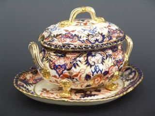 1006: ROYAL CROWN DERBY SAUCE TUREEN WITH UNDERPLATE