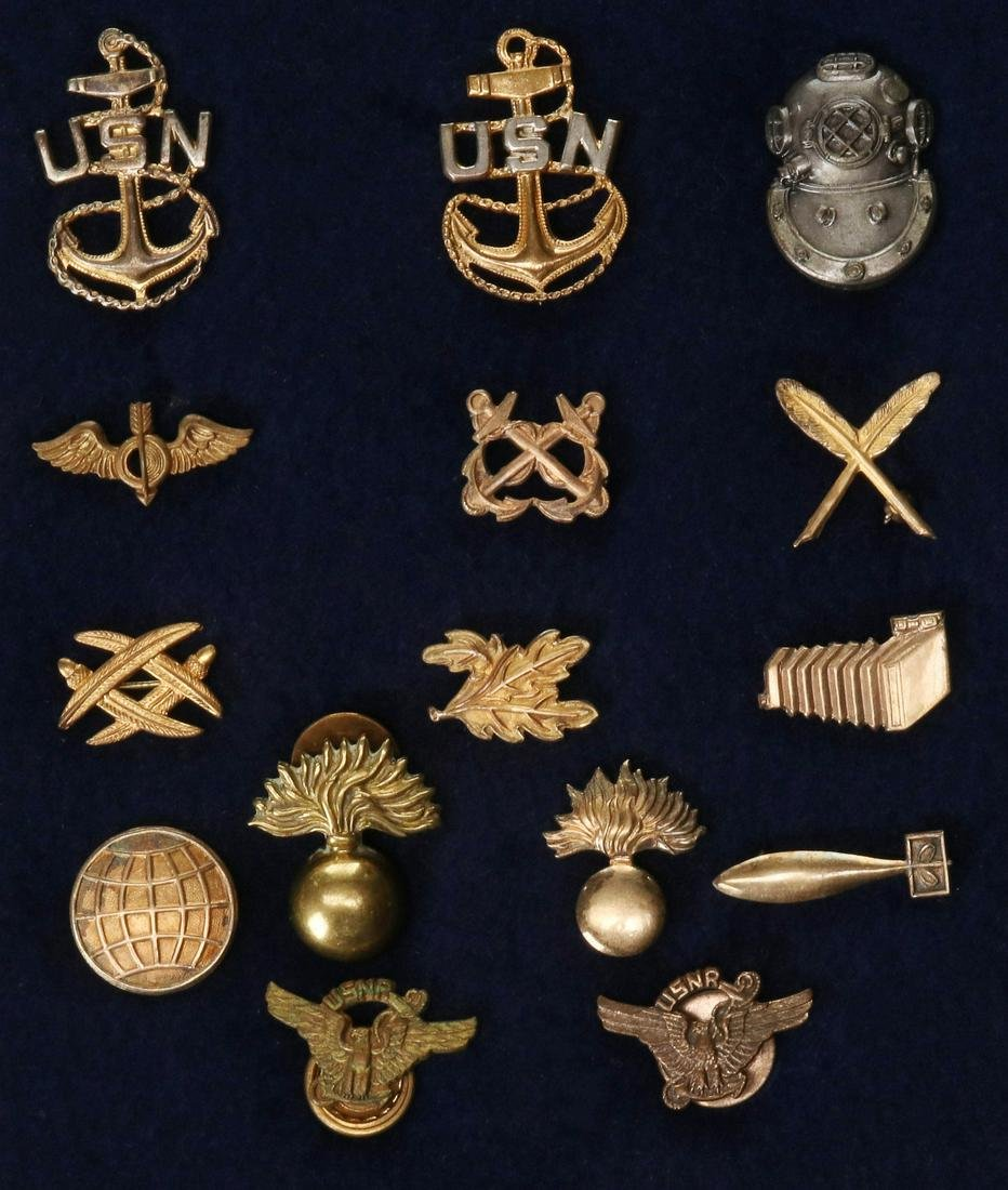 A LARGE LOT OF ARMY, NAVY AND MARINES CORP INSIGNIA
