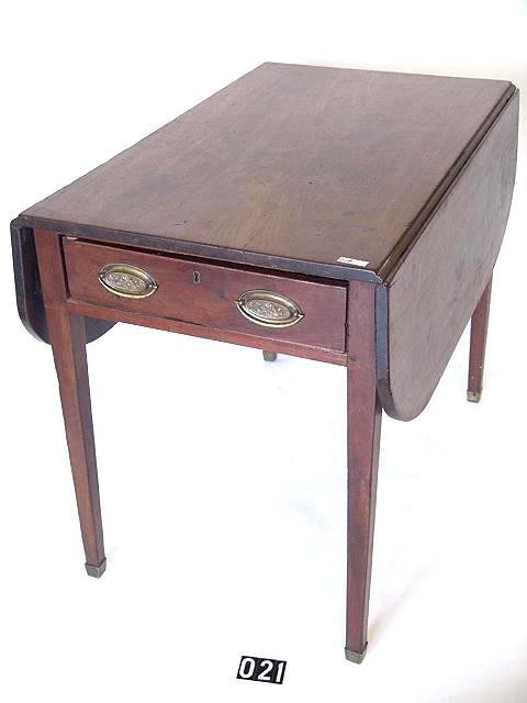21: EARLY 19TH CENTURY ENGLISH PEMBROKE TABLE