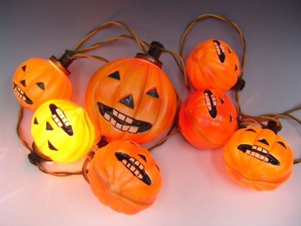 250A: SCARCE 1930'S HALLOWEEN LIGHTS BY NOMA