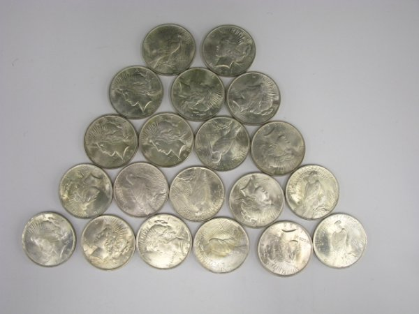 700: ROLL OF UNCIRCULATED PEACE SILVER DOLLARS