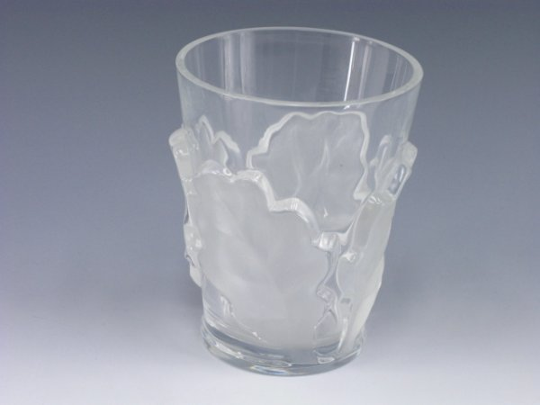 1008: LALIQUE CRYSTAL VASE WITH FROSTED LEAVES