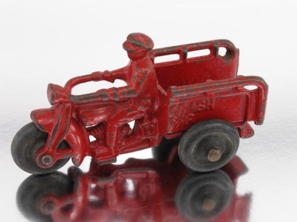1413: HUBLEY MOTORCYCLE TOY CRASH CAR CAST IRON