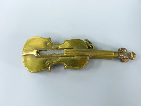 1645: FIGURAL VIOLIN PERMANENT MATCH  LIGHTER