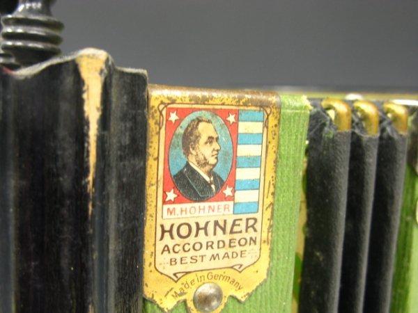 646: 1904 WORLD'S FAIR AWARD HOHNER ACCORDION - 2