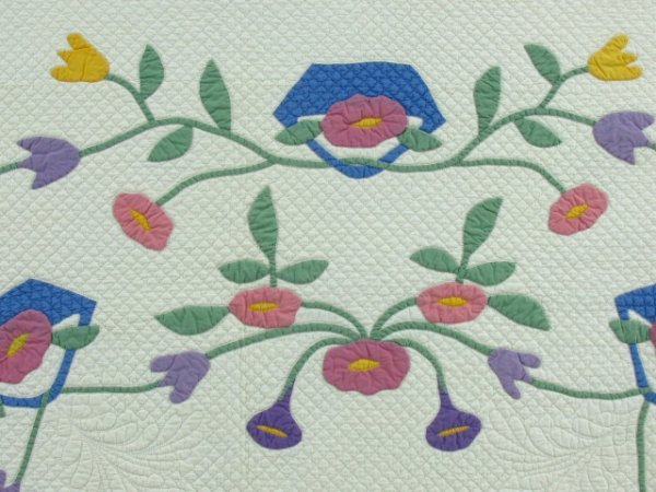 16: A SIGNED ANTIQUE APPLIQUE' QUILT WITH MORNING GLORI