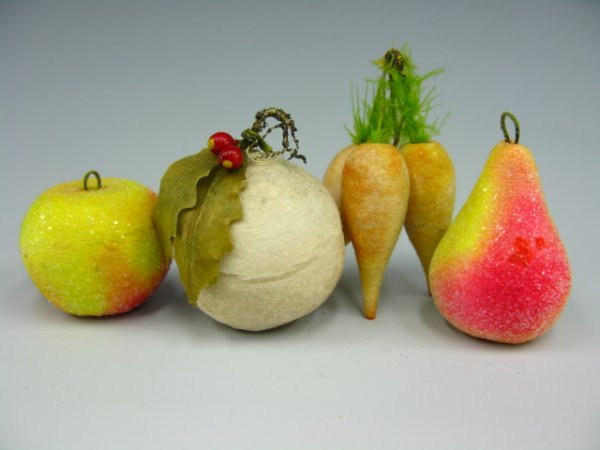 5 VICTORIAN COTTON CHRISTMAS ORNAMENTS CARROTS, BELL, P