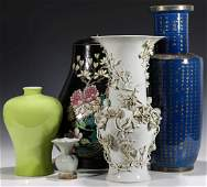 A COLLECTION OF VARIOUS ASIAN PORCELAIN VESSELS