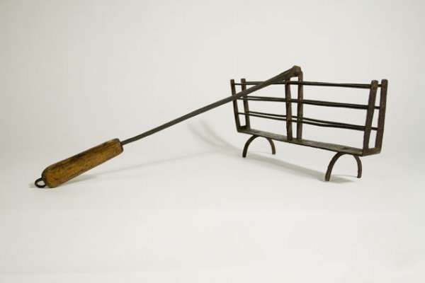 14: EARLY NEW ENGLAND WROUGHT IRON FIREPLACE TOASTER