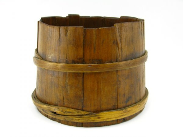 16: EARLY PINE TUB WITH WOODEN STAVES