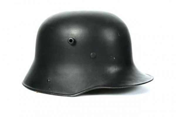 512: WWI GERMAN M-16 STEEL HELMET
