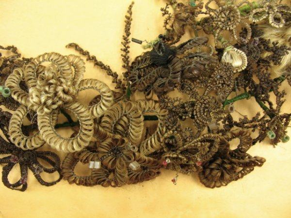 518: VICTORIAN HAIR WREATH IN SHADOWBOX