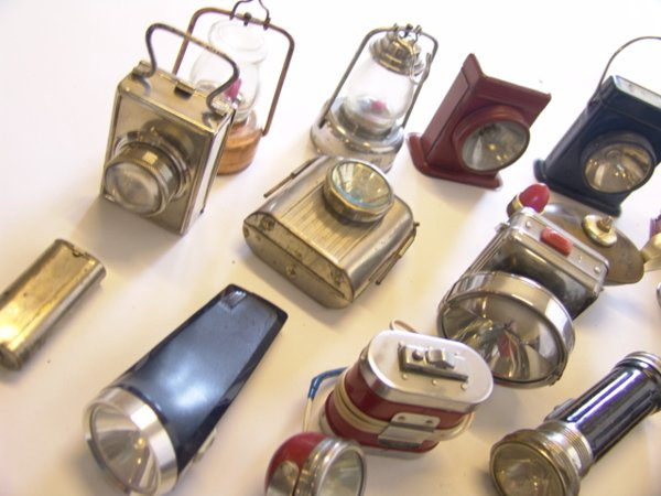 1442: LARGE LOT OF ANTIQUE FLASHLIGHTS - 2