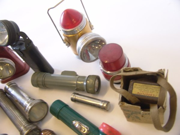 1442: LARGE LOT OF ANTIQUE FLASHLIGHTS - 8