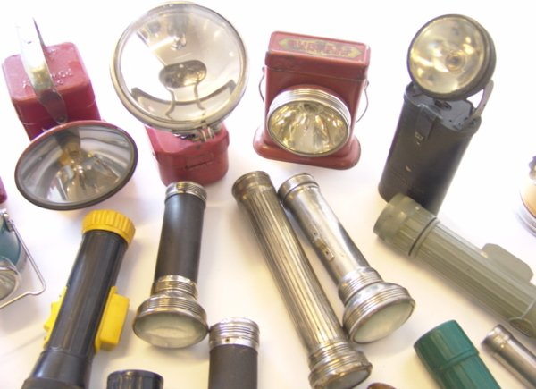 1442: LARGE LOT OF ANTIQUE FLASHLIGHTS - 9