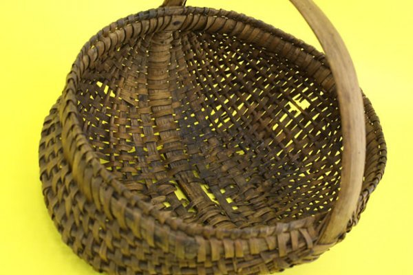 1: OLD HANDWOVEN GIZZARD BASKET
