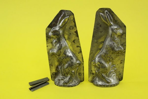 3: OLD TIN CHOCOLATE TUMBLER MOLD WITH BUNNY